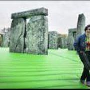 Nafukovací Stonehenge vlondýnskych parkoch